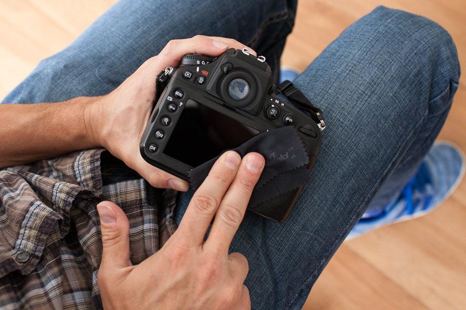 протираем дисплей фотоаппалата